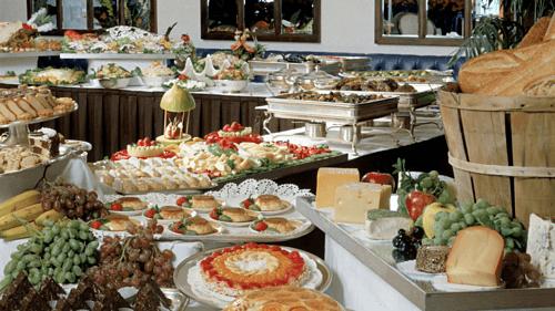 Thủ thuật giúp nhà hàng buffet kiếm bộn tiền dù khách ăn nhiều