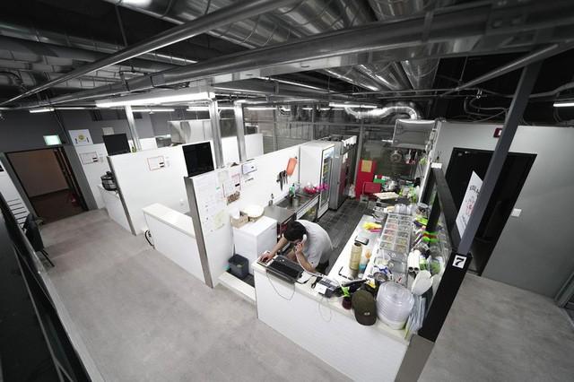 """Không đủ tiền để mở cửa tiệm truyền thống, nhiều doanh nhân đổ xô phát triển các nhà hàng """"ma"""" ở châu Á FnB Việt Nam"""