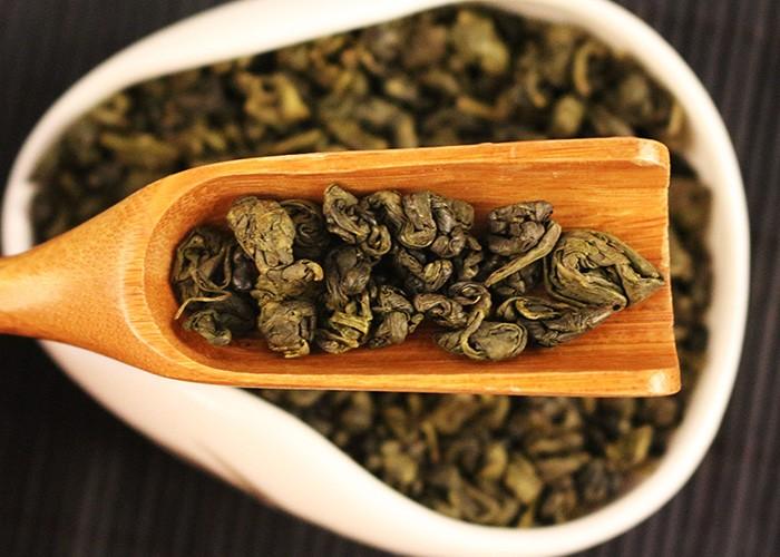 Tra Thuoc Sung lá trà co lại giống hình dạng của viên thuốc súng