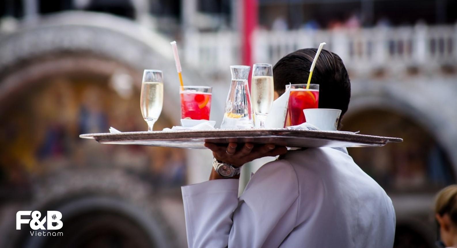 nguyên tắc dịch vụ khách hàng trong quản lí vận hành nhà hàng
