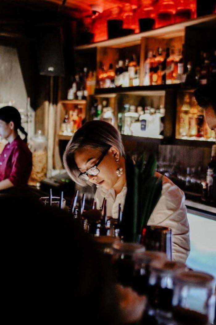 """Trãi lòng của 1 nữ Bartender: """"Mình từng """"cãi nhau với cô đơn"""" của nhiều khách rồi, phần lớn mình đều chiến thắng. Nhưng với nỗi cô độc của bản thân, mình lại chưa từng chiến thắng nổi"""