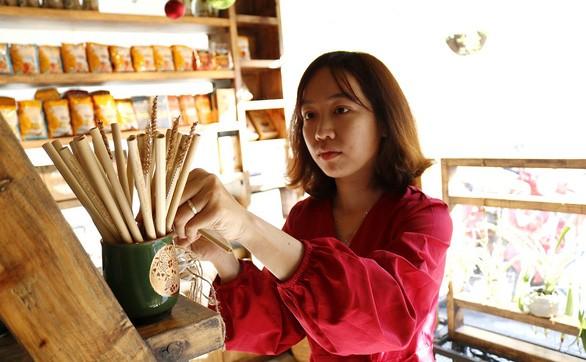 Ống hút cỏ, túi giấy có bảo vệ môi trường nhiều như bạn nghĩ? FnB Việt Nam