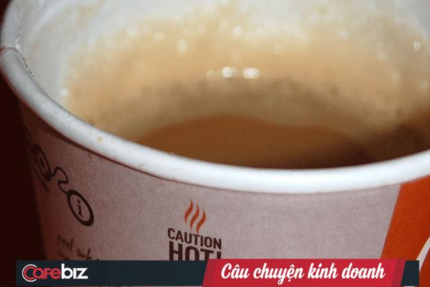 """Vụ kiện """"con kiến kiện củ khoai"""" kinh điển của McDonald's: Cụ bà bị bỏng vì 1 cốc cà phê nóng, McDonald's mất gần 3 triệu USD bồi thường! FnB Việt Nam"""