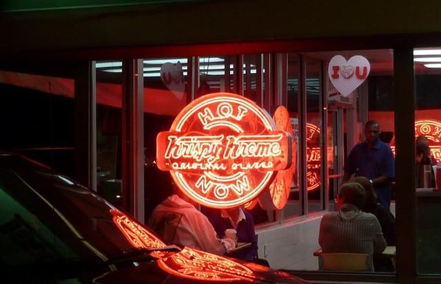 Krispy Kreme: Gần 90 năm chỉ bán mỗi bánh Donut, đi qua 2 cuộc khủng hoảng kinh tế, phát triển rực rỡ với hơn 1.100 cửa tiệm tại 25 quốc gia FnB Việt Nam