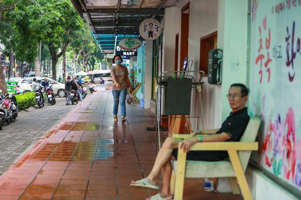 Photo of 'Phố Hàn Quốc' ở Sài Gòn cửa đóng then cài, đìu hiu, xơ xác đến khó tin