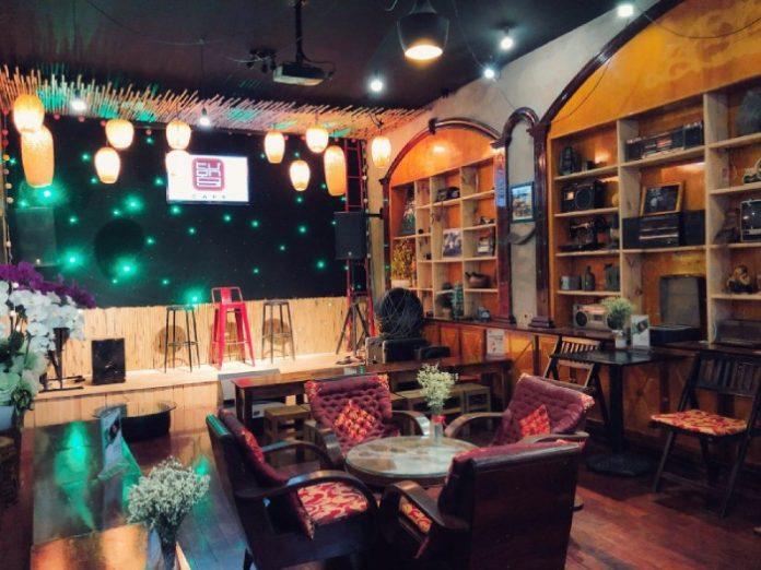 kinh nghiệm mở quán cafe hát với nhau