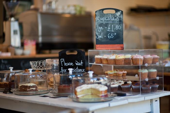 kinh nghiệm mở quán cafe bánh ngọt