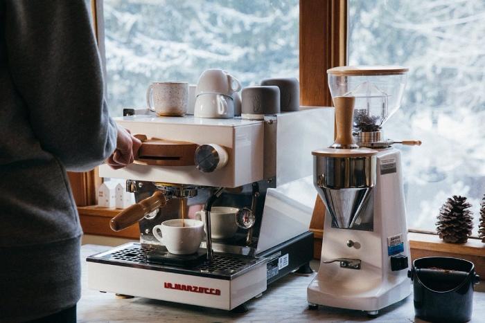 Máy pha cafe là thiết bị cần đầu tư