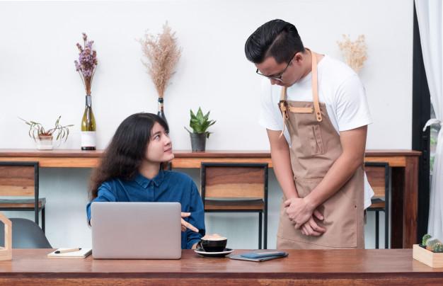 Thái Độ Phục Vụ Khách Hàng Quán Cafe