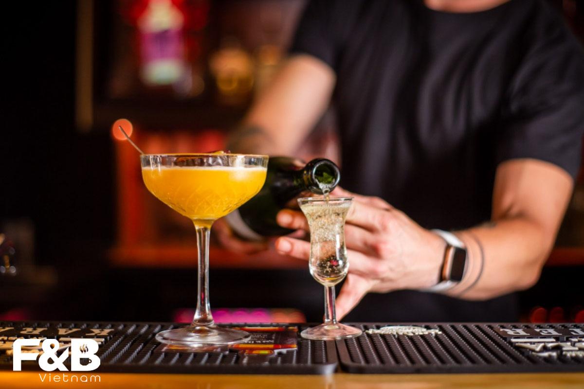 Những Điều Bartender Không Nên Làm Trong Quầy Bar