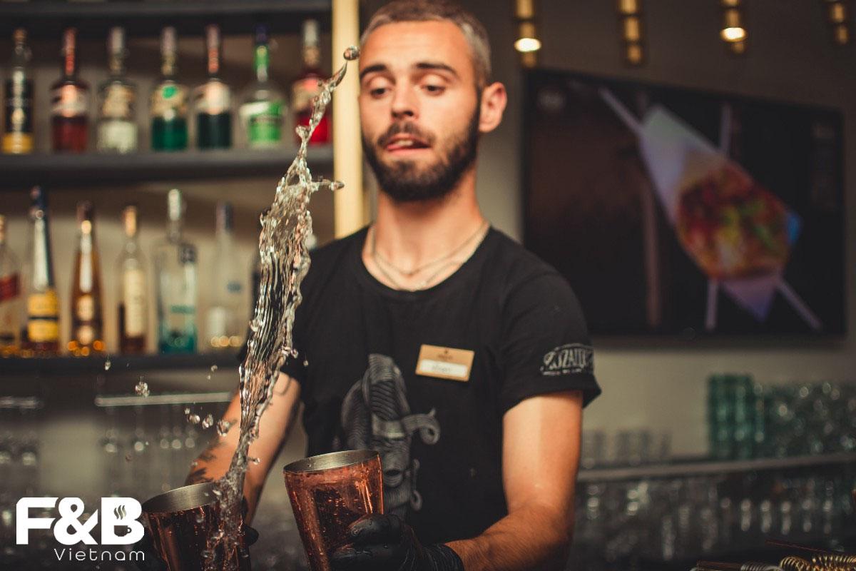 Những Lý Do Cho Thấy Bartender Là Một Công Việc Tuyệt Vời