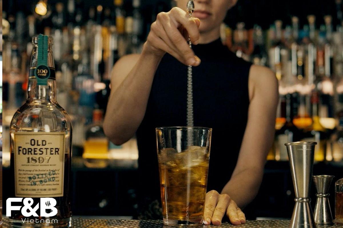 Các Kĩ Thuật Pha Chế Cocktail Cơ Bản Mà Bartender Nên Biết